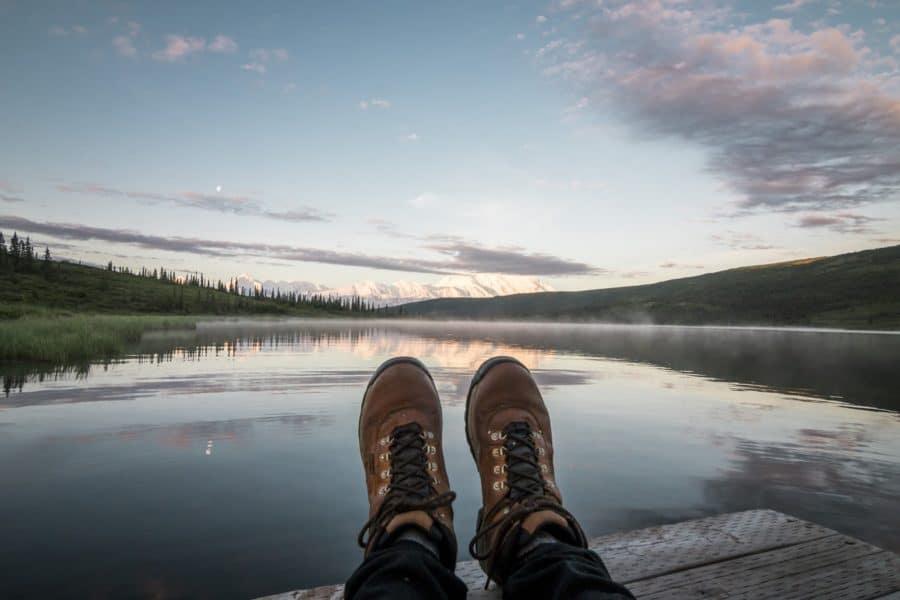 ¿Cómo elegir el tipo de bota de montaña ideal para practicar el senderismo?